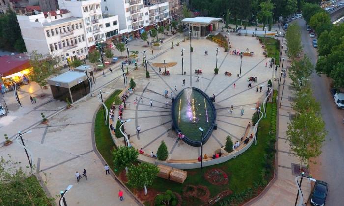 AVM yıkıp Meydan yapan tek Belediye