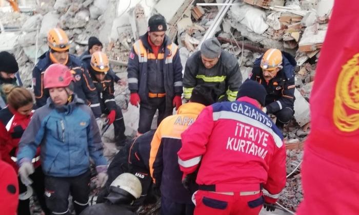 Büyükşehir ekipleri 2 kişi kurtardı