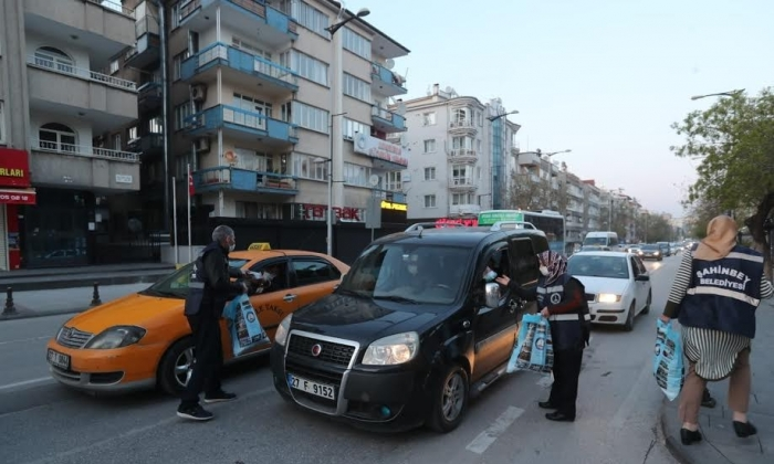 Şahinbey Belediyesi kumanya dağıttı