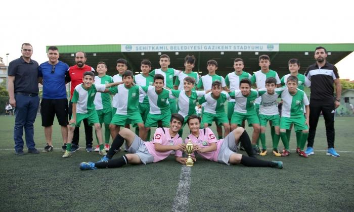 Şehitkamil U 14'ün şampiyonluk sevinci
